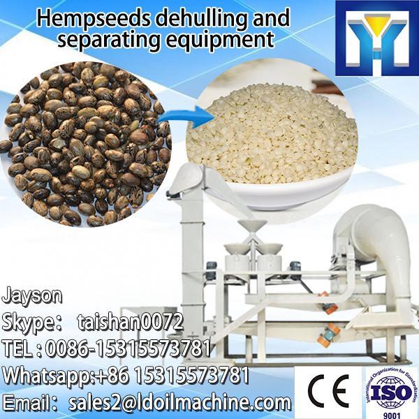 Dried soy bean peeling machine